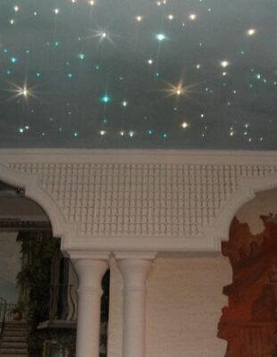 Натяжной потолок звездное небо в гостинную