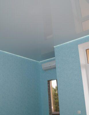 Парящий натяжной потолок для ванной комнаты