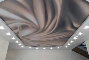 Натяжной потолок с фотопечатью в прихожей в частном доме в Подгорном