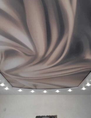 Печать на полотне натяжных потолков для дачи
