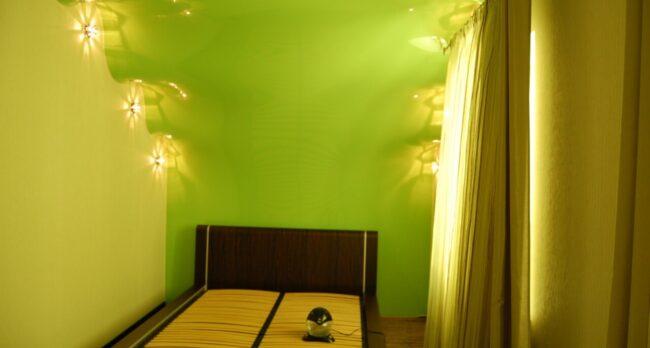Матовый белый натяжной потолок для детской 13,6 кв. м.