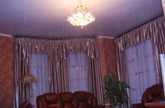 Натяжной потолок Глянец белый в гостиную