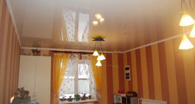 Натяжной потолок Глянец белый в кухню