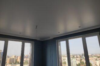 Матовые натяжные потолки в зале