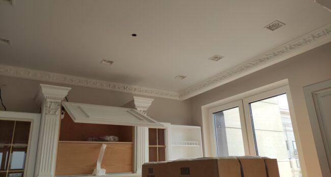 Матовые потолки на кухне