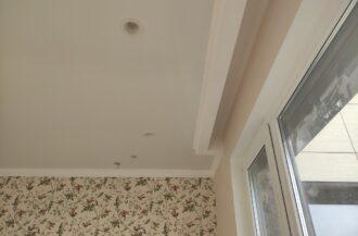 матовые потолки в комнате