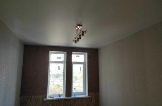 Матовый белый натяжной потолок 13,6 кв. м.