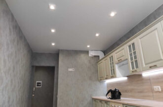 Матовые натяжные потолки MZD Classic в кухне