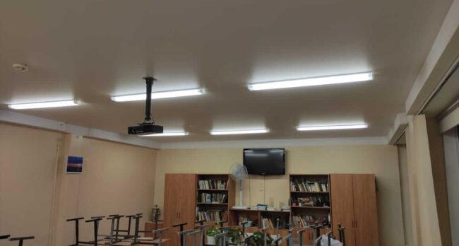 Противопожарные натяжные потолки в учебном заведении