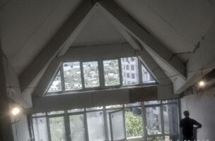 Белые матовые мансардные натяжные потолки